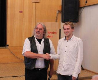 Bezirksbürgermeister Grube mit Florian Metzner
