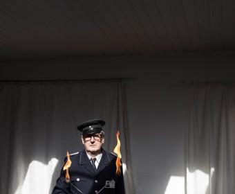 Angelina Vernetti: Feuerkünstler Mathias Wesslowsky in seinem Büro